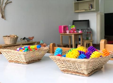 canastills con juguetes